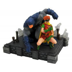 BATMAN AND CARRIE DARK KNIGHT RETURNS DC COMICS GALLERY PVC STATUE
