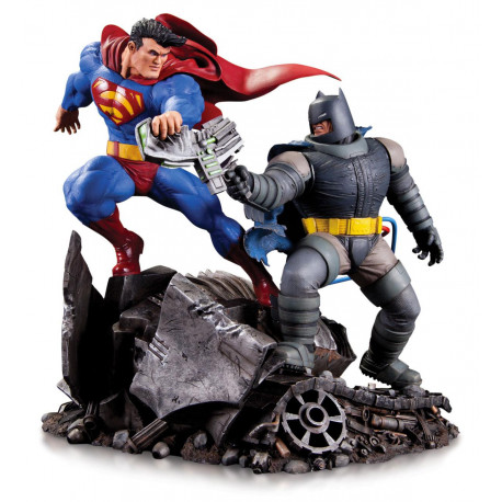BATMAN VS SUPERMAN DC COMICS MINI BATTLE STATUE