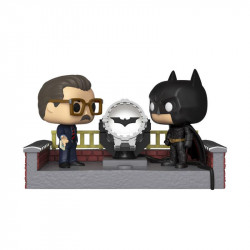 BATMAN WITH LIGHT UP BAT SIGNAL POP! MOVIE MOMENT VINYL FIGURE