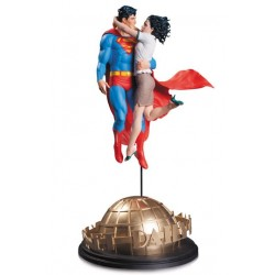 SUPERMAN AND LOIS LANE DC DESIGNER SERIES RESIN STATUE