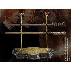FRED AND GEORGES WEASLEY WAND AND DISPLAY SET